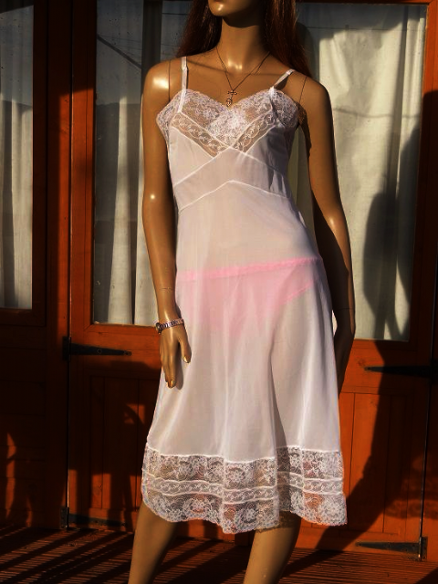 "GENUINE VINTAGE ""CONLOWE"" WHITE SILKY NYLON FULL SLIP  SIZE:- FIT BUST 34""  #W236"